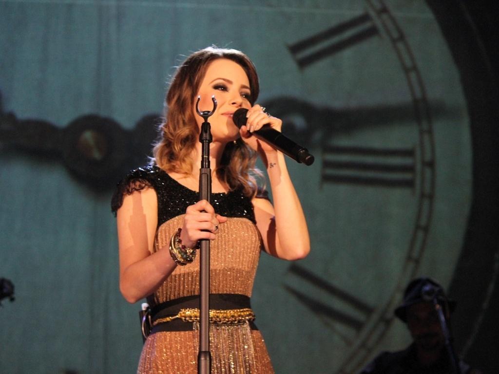 9.dez.2012 - Sandy recebe convidados em seu último show do álbum solo