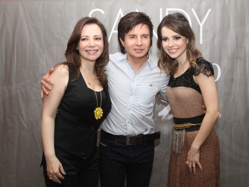 9.dez.2012 - Sandy recebe seus pais Noely e Xoror em seu ltimo show do lbum solo 