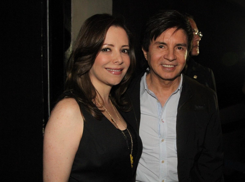 9.dez.2012 - Sandy recebe seus pais Noely e Xororó em seu último show do álbum solo