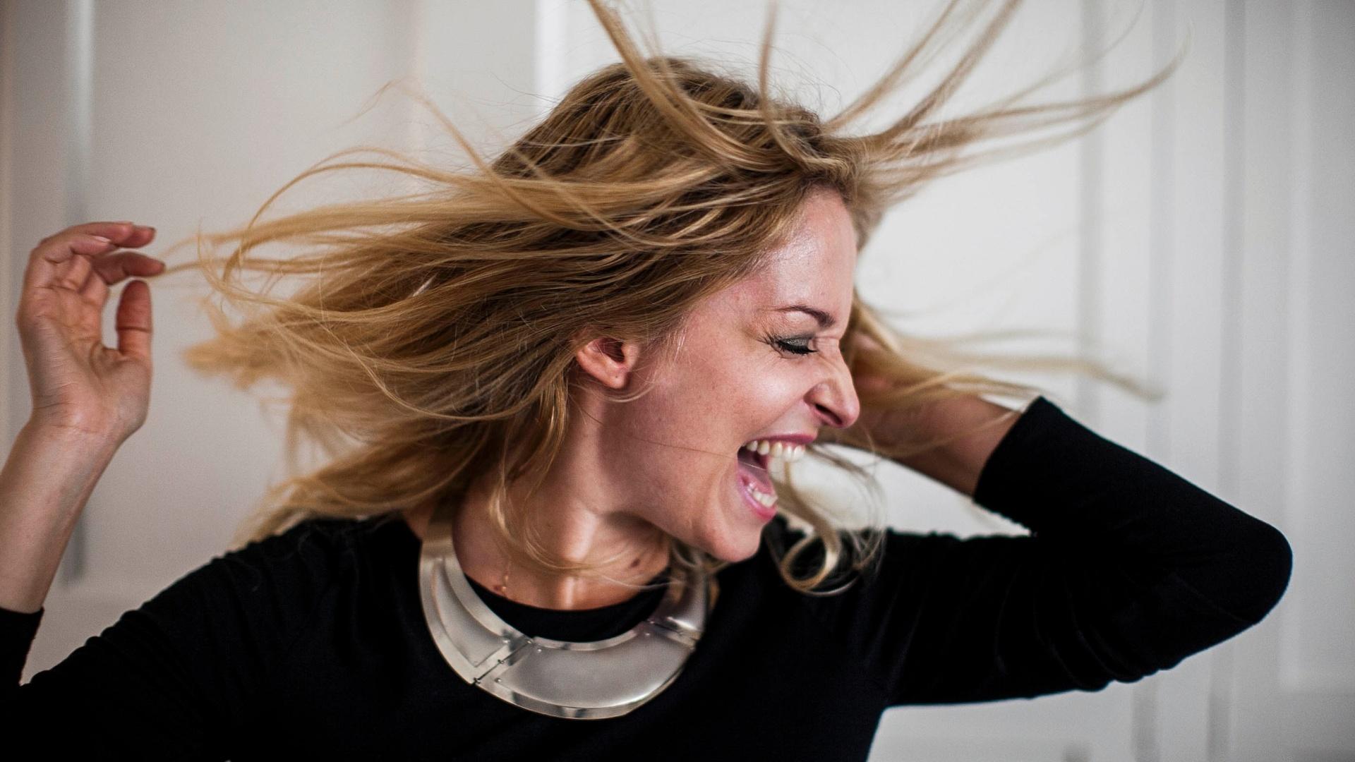 A atriz Luciana Vendramini durante sessão de fotos em sua produtora em Pinheiros (07/12/2012)