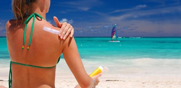 Antes de se expor ao sol é preciso escolher com cuidado o protetor solar adequado e aplicar seguindo as recomendações dos dermatologistas
