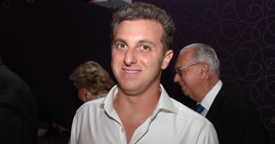11.12.12 - O apresentador global Luciano Huck participa de leilão beneficente na casa noturna Provocateur, em São Paulo