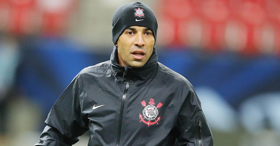 11.dez.2012 - Atacante Emerson Sheik está confirmado no time titular para a estreia contra o Al-Ahly