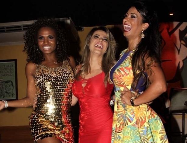 11.dez.2012 - Valeska Reis, Tânia Oliveira e Cinthia Santos na coletiva de lançamento do CD e revista da liga das Escolas de Samba de São Paulo
