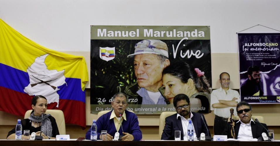 29.nov.2012 -  Tanja Nijmeijer, Ricardo Tellez, Ivan Márquez e Jesus Santrich, todos integrantes das Farc, participam de uma entrevista coletiva para falar do final da priemeira rodada de conversas em Cuba com o governo colombiano para negociar o acordo de paz