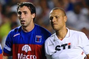 Alejandro Donatti (centro) segue alvo do Flamengo para reforçar o sistema defensivo