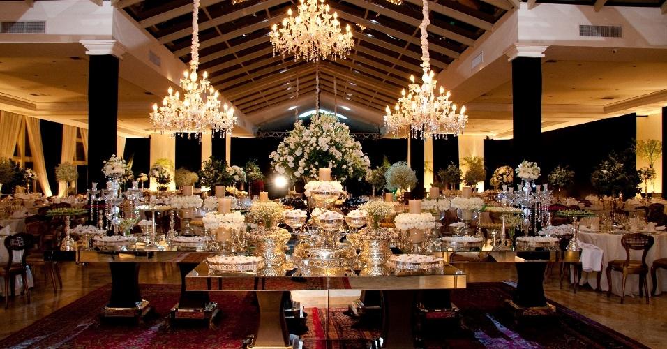 Casamento no Castelo do Batel (www.castelodobatel.com.br), que oferece serviço de bufê, com atendimento para até 800 pessoas --em serviço empratado ou americano-- e para até 1.500 pessoas --em coquetel