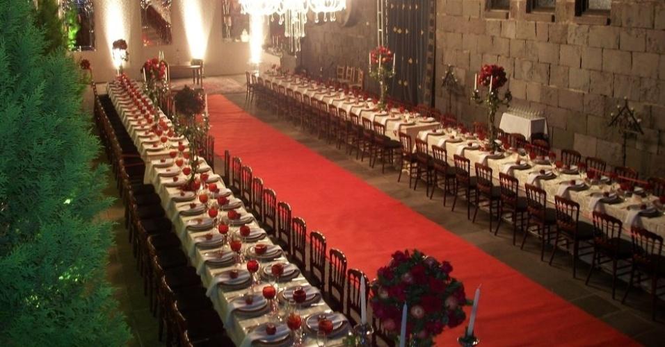 O espaço principal do Castelo Lacave (www.lacave.com.br) é o Salão das Bandeiras, que comporta até 300 pessoas