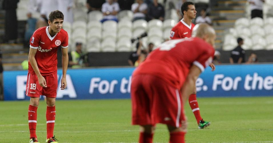 Oscar, meia do Inter, lamenta após a derrota do clube gaúcho diante do Mazembe, no Mundial de Clubes de 2010