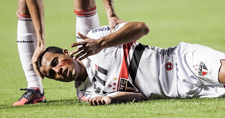 12.dez.2012 - Lucas fica sangrando após choque com Orban, do Tigre