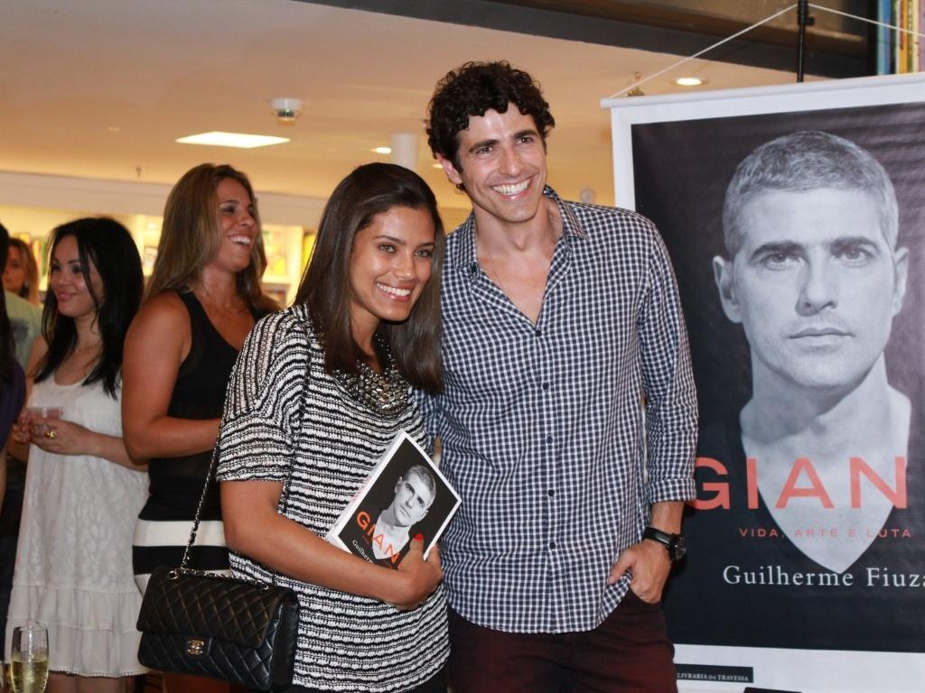13.dez.2012 - A atriz Ildi Silva prestigiou o lançamento da biografia