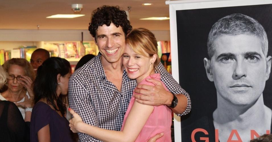 13.dez.2012 - A atriz Mariana Ximenes prestigiou o lançamento da biografia