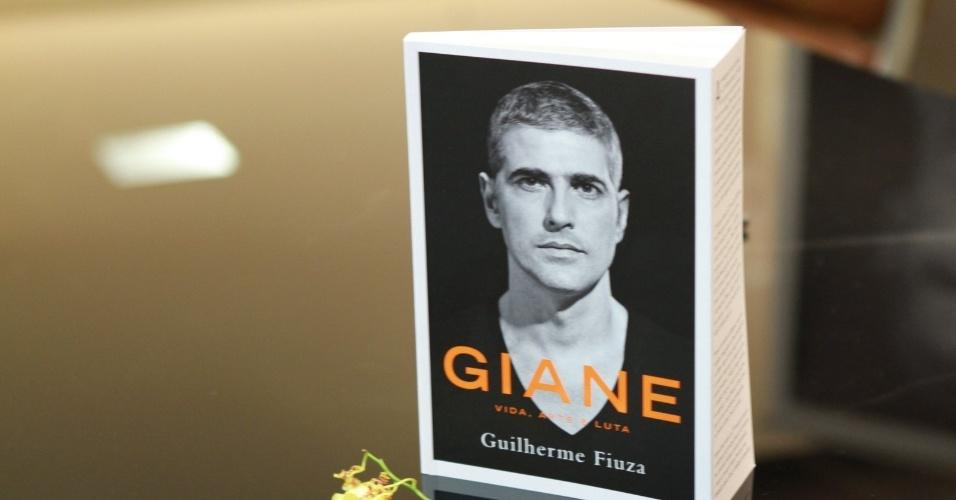 13.dez.2012 - Capa da biografia