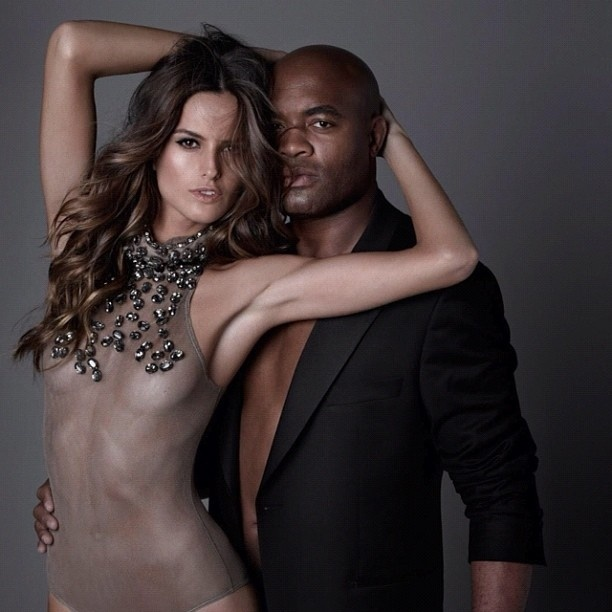 13.dez.2012 - Foto de Anderson Silva com Izabel Goulart postada no Instagram do lutador