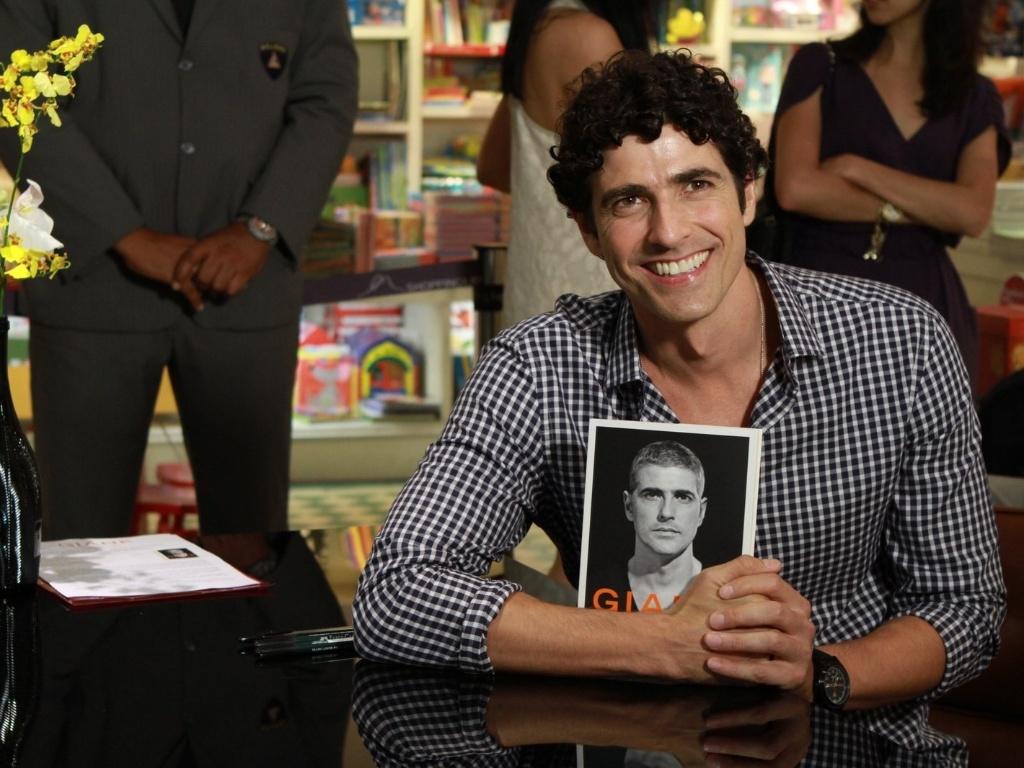 13.dez.2012 - O ator Reynaldo Gianecchini lançou sua biografia