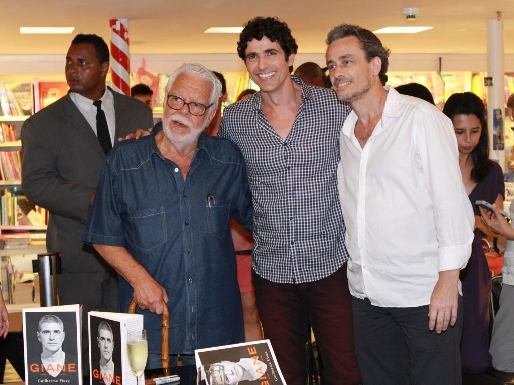 13.dez.2012 - O dramaturgo Manoel Carlos prestigiou o lançamento da biografia