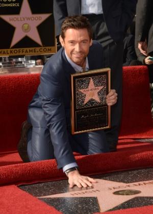 13.dez.2012 O ator Hugh Jackman é homenageado com uma estrela na Calçada da Fama de Hollywood