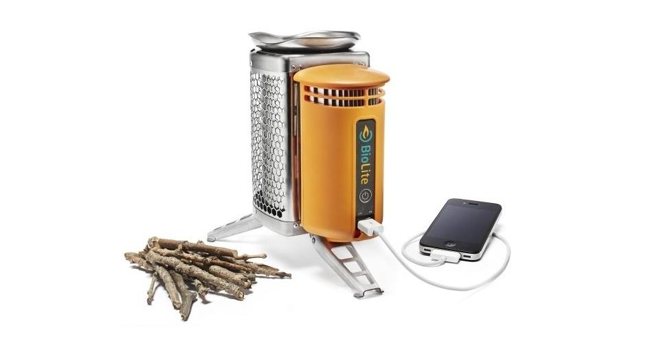 O BioLite é um gadget que, na verdade, serve para cozinhar na floresta ou acampamento. Acenda o fogo com lenha e comece a preparar a comida. Enquanto isso, plugue seu gadget na entrada USB para que ele seja carregado. Por US$ 129 (cerca de 260) na loja oficial