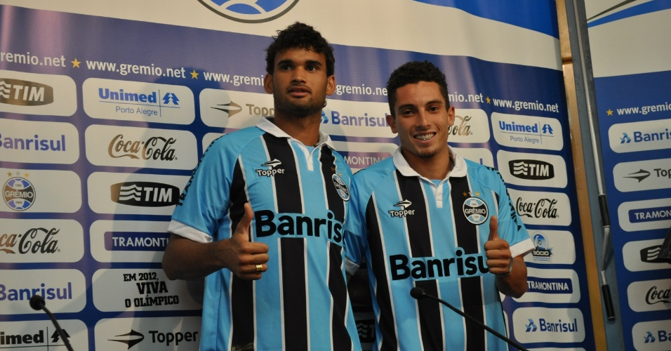 Willian José e Alex Telles apresentados pelo Grêmio nesta quinta-feira