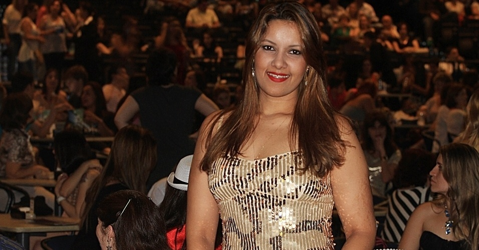 13.dez.12 - Ana Carolina Pinheiro, de 25 anos, j foi a mais de 80 shows da dupla e comparecer a todas as quatro apresentaes previstas em So Paulo da dupla Victor e Leo