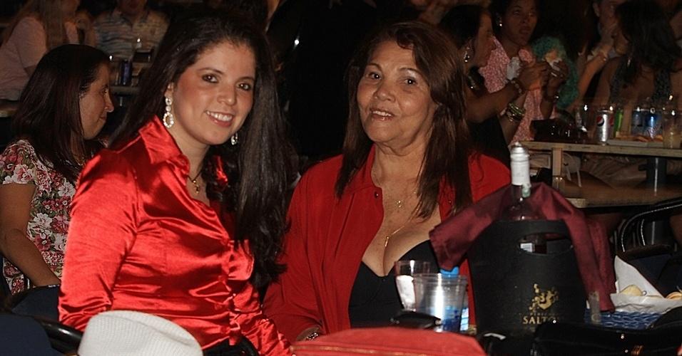 13.dez.2012 - Fãs de Victor e Leo se divertem durante show dos sertanejos no Credicard Hall em São Paulo