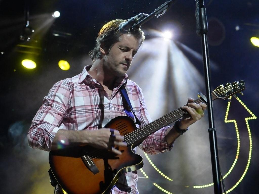 13.dez.2012 - Victor se apresenta no Credicard Hall, em São Paulo