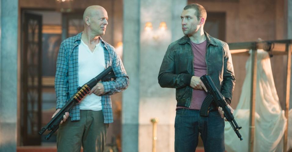 Bruce Willis e Jai Courtney vivem pai e filho em nova aventura de John McClane