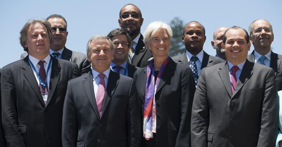 Christine Lagarde (ao centro), diretora do FMI (Fundo Monetário Internacional), se reúne com ministros de Finanças da Celac (Comunidade dos Estados Latino-americanos e Caribenhos) na cidade de Viña del Mar (120 km ao oeste de Santiago), no Chile, nesta sexta-feira (14)