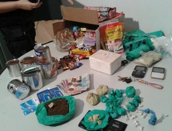 14.dez.2012 - Droga é encontrada em cesta de Natal enviada pelo correio de Cáceres (MT) para Imperatriz (MA)