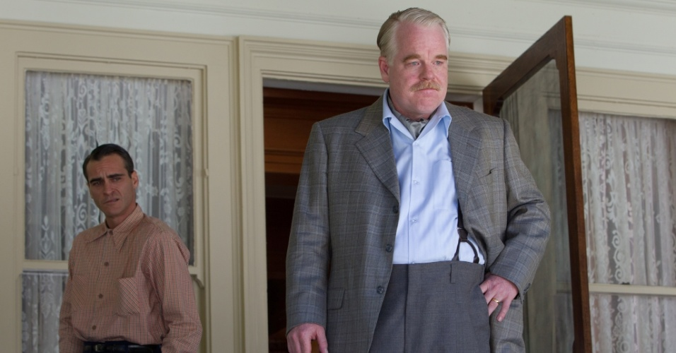 """Joaquin Phoenix e Philip Seymour Hoffman em cena de """"O Mestre"""""""