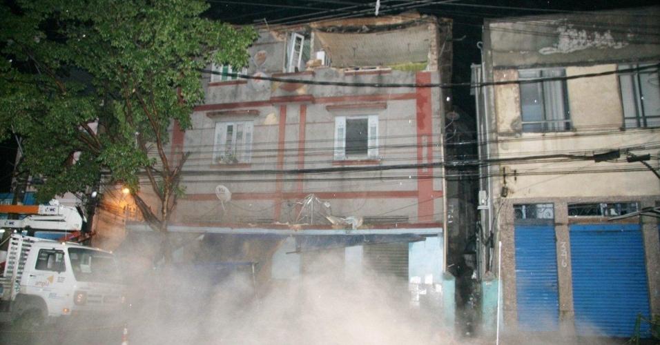 Parte da fachada de prédio localizado no bairro de Ponta d'Areia, em Niterói (região metropolitana do RIo de Janeiro), desabou na noite desta sexta-feira (14)