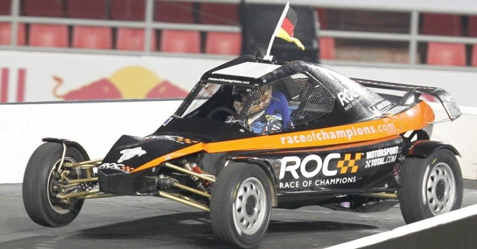 15.dez.2012 - Sebastian Vettel, representante da Alemanha na Corrida dos Campeões entre as nações, se apresenta durante treinamentos para a competição, na Tailândia