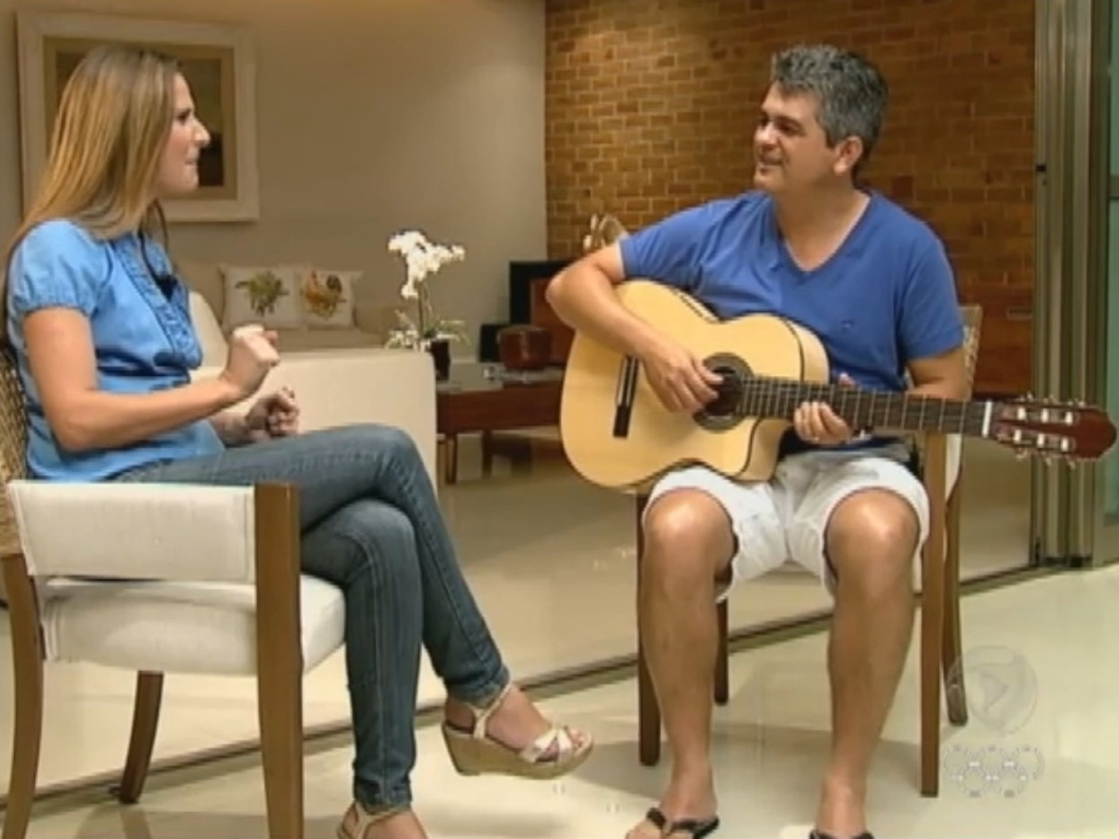 Ney Franco toca violo e canta em entrevista  Record