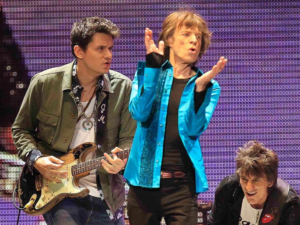 16.dez.2012 - Jhon Mayer se apresentou com os Rolling Stones do último show da banda em comemoração aos 50 anos de carreira, nos EUA