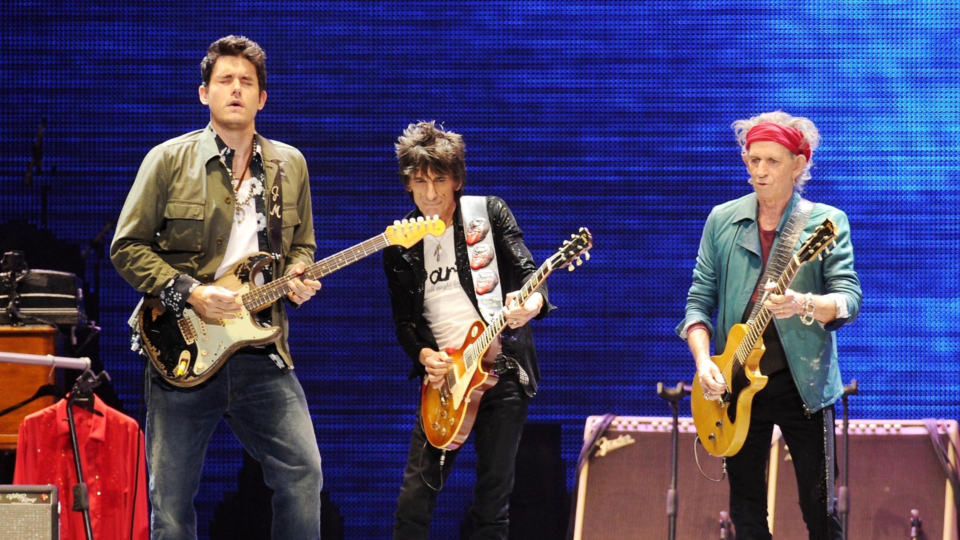 16.dez.2012 - John Mayer se apresentou com os Rolling Stones do último show da banda em comemoração aos 50 anos de carreira, nos EUA