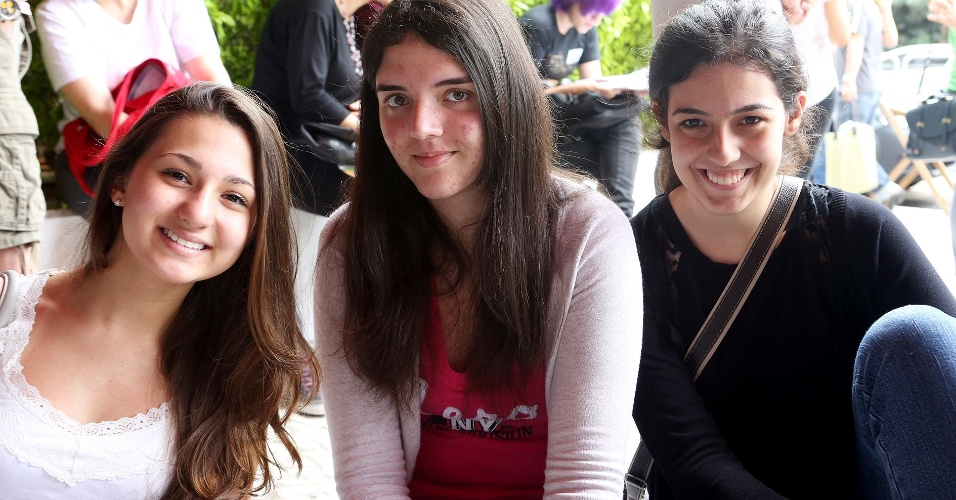 Neste domingo (16), as estudantes Andressa de Oliveira, 16, (medicina), Beatriz Peroni, 16, (direito) e Claryssa Anjos, 17, (direito) fazem segunda fase da Unesp