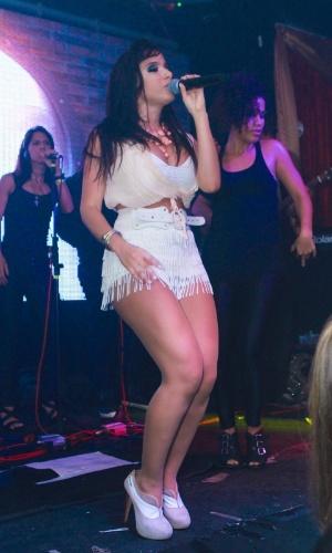 16 dez 2012 - Mc Anitta agita a balada VERÃO 021 na Barra da Tijuca, no Rio