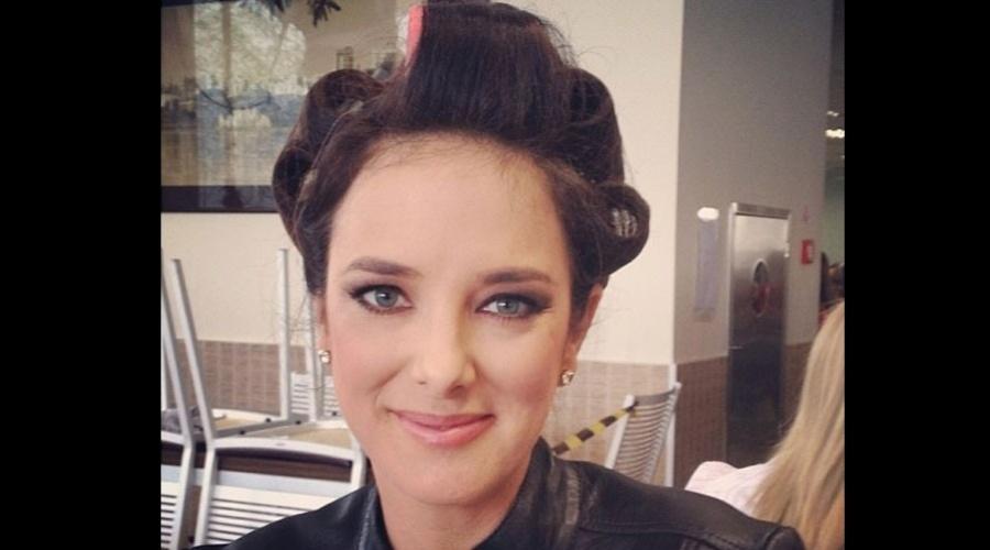 17.dez.2012 - O stylist Matheus Mazzafera divulgou uma imagem de Ticiane Pinheiro usando bobes nos cabelos