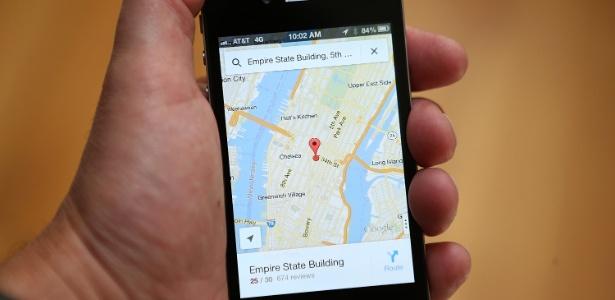 Aplicativo Google Maps funcionando em um iPhone 5; Google apresentou aplicativo para iOS após solução da companhia deixar de ser a nativa dos aparelhos da Apple