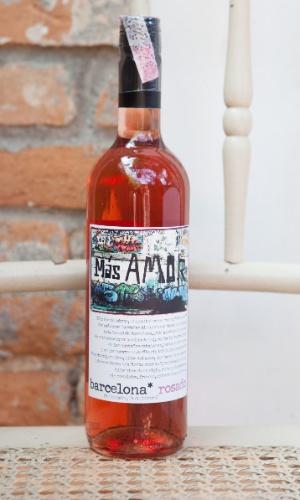E o segundo produto também é um vinho. ?É época de rosé! Frescor em abundância! Uma delícia!? Más Amor 2011 Huellas (R$ 71,44, na Mistral; www.mistral.com.br)
