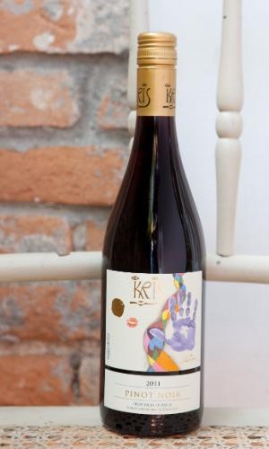E o terceiro? Um vinho, com certeza. ?Para quem não abre mão de tinto, um bem leve e agradável para o verão.? Kris Pinot Noir 2011 (R$ 64,40, na Decanter; www.decanter.com.br)