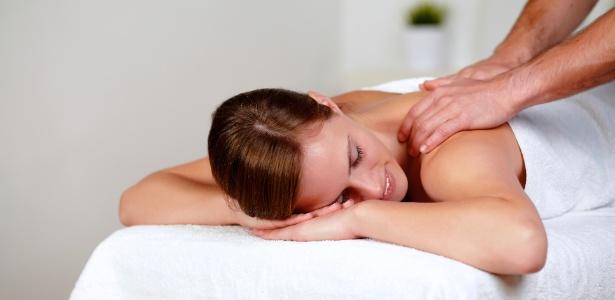 Mesmo com tantos tratamentos de ponta, as massagens manuais que unem drenagem e outras técnicas, continuam entre as favoritas das mulheres em busca de um contorno corporal mais definido