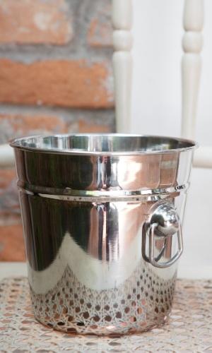 ?Para manter os vinhos sugeridos geladinhos?, o balde de gelo da foto acima custa R$ 29, na Pinheirense; www.pinheirense.com.br