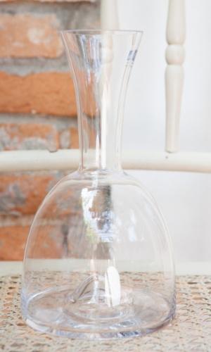 Para vinhos mais complexos, vale usar um decantador. O modelo clássico é da Trudeau (R$ 67,50, na Baccos; www.baccos.com.br). ?Vai chegar o dia de usar?, diz Daniela