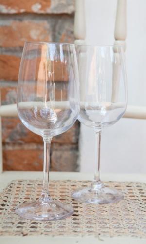 Por último, Daniela sugere acrescentar duas taças. As acima são Bormioli (R$ 15,90 cada uma, na Pinheirense; www.pinheirense.com.br). ?Bonitas e não pesam no bolso?