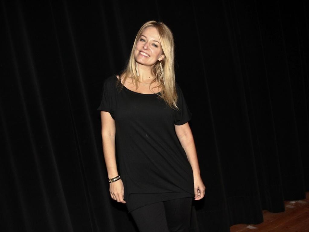 17.dez.2012 - A atriz Luciana Vendramini vai ao evento