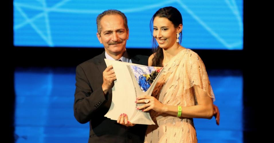 18.dez.2012 - Sheilla, da seleção brasileira feminina de vôlei, ganhou o troféu de melhor atleta de 2012 no Prêmio Brasil Olímpico