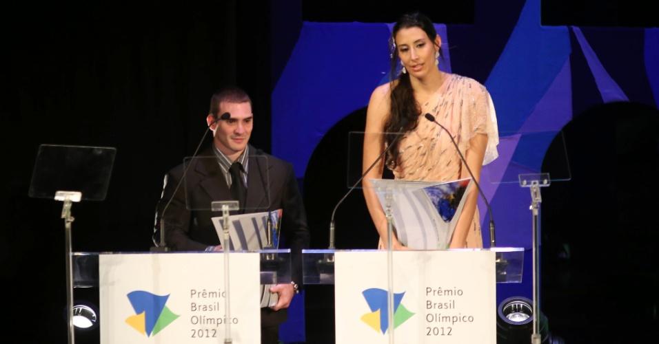 18.dez.2012 - Vencedora do troféu de melhor atleta do ano, Sheilla discursa durante o Prêmio Brasil Olímpico, no Rio de Janeiro