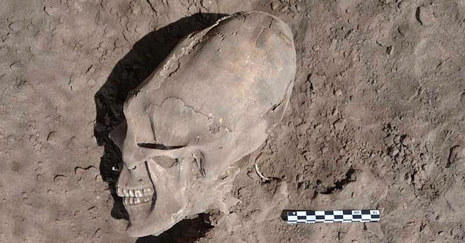 O que é isso? Arqueólogos acham crânios deformados em cemitério milenar do México