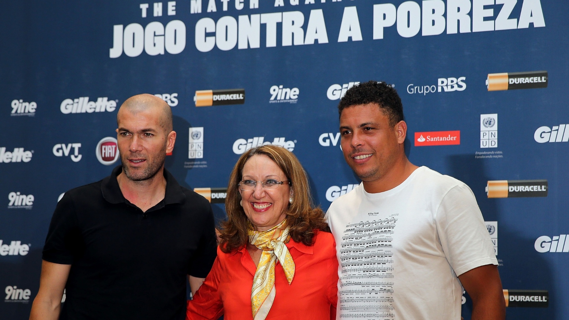 19.dez.2012 - Coletiva de imprensa com Zidane e Ronaldo para o Jogo Contra a Pobreza, em Porto Alegre, na Arena Grmio
